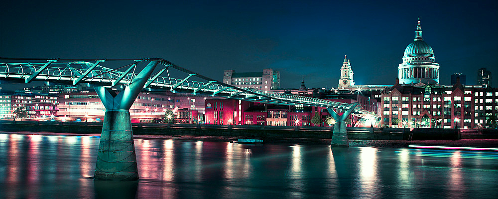 Blue night over the Thames  by Assaf Frank