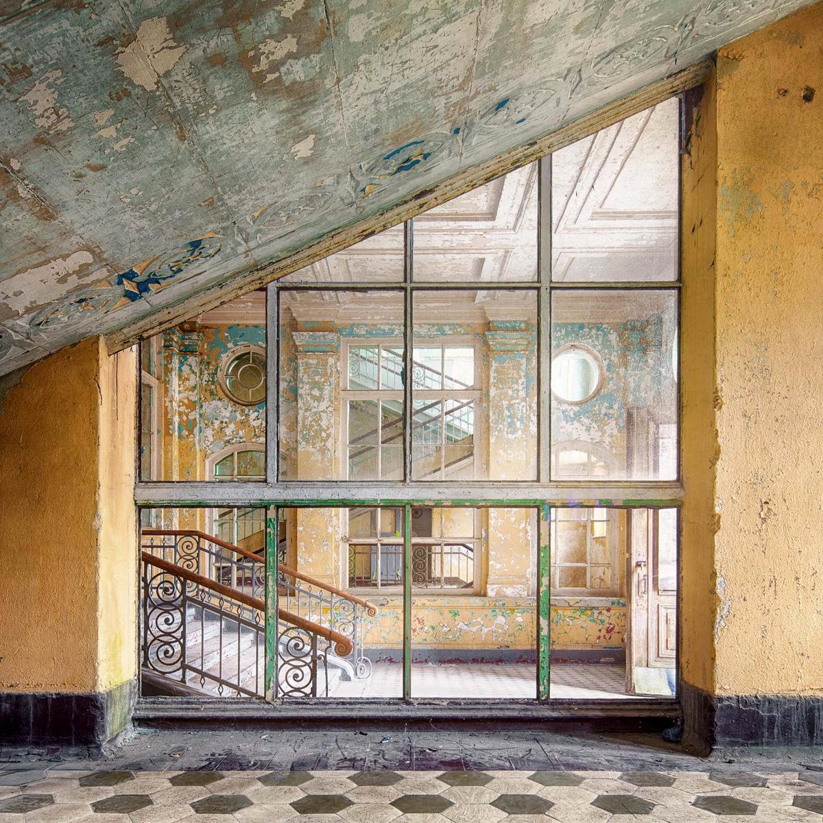 Decay series III by Markus Studtmann