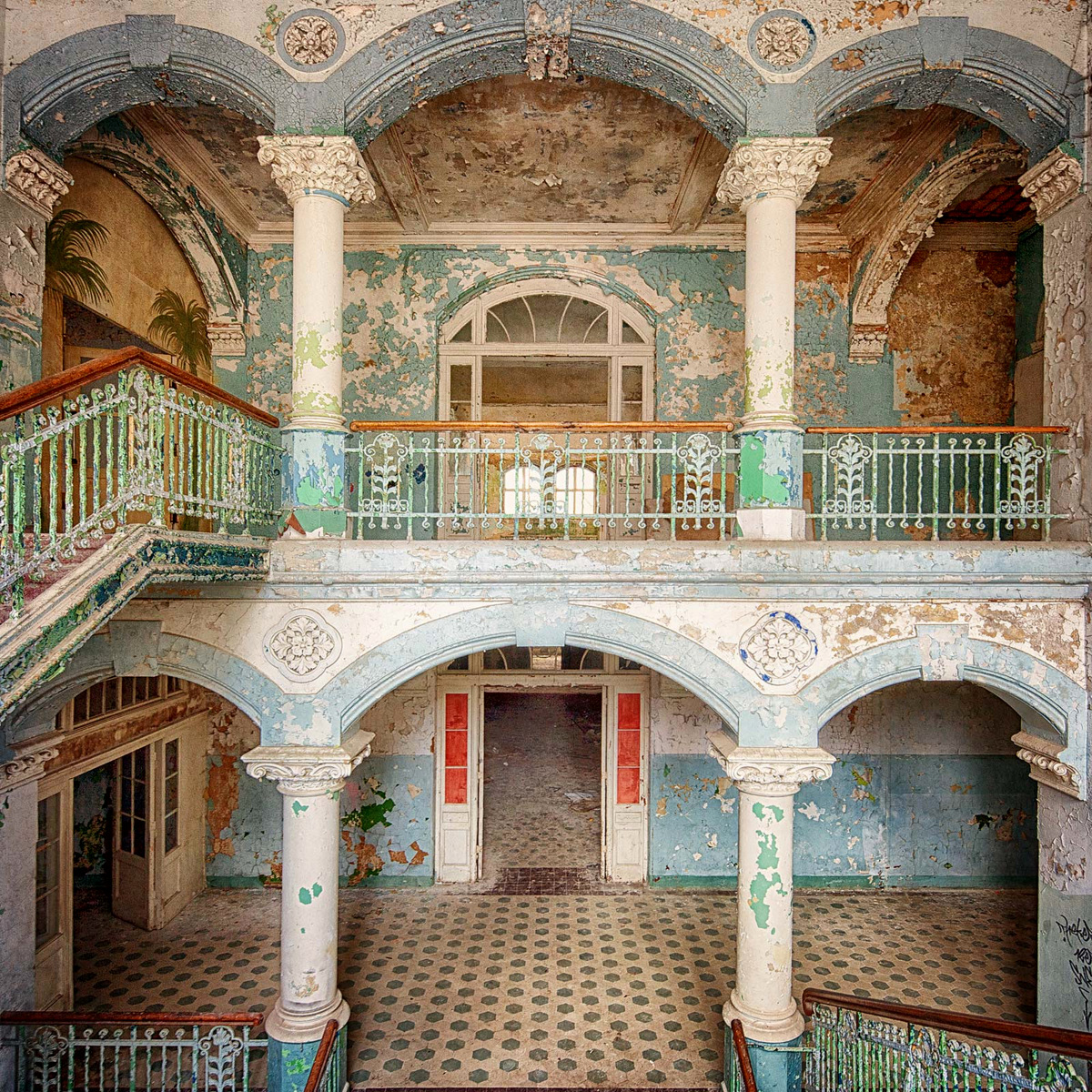 The beauty of Decay III by Markus Studtmann
