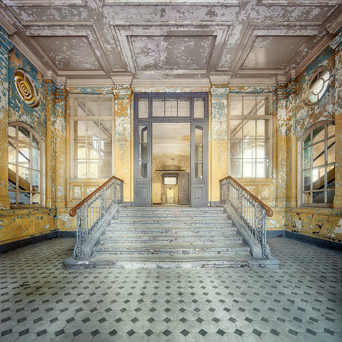 Decay series IV by Markus Studtmann