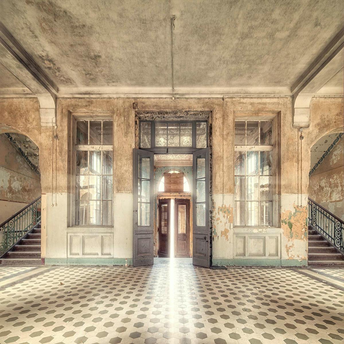 The beauty of Decay IX by Markus Studtmann