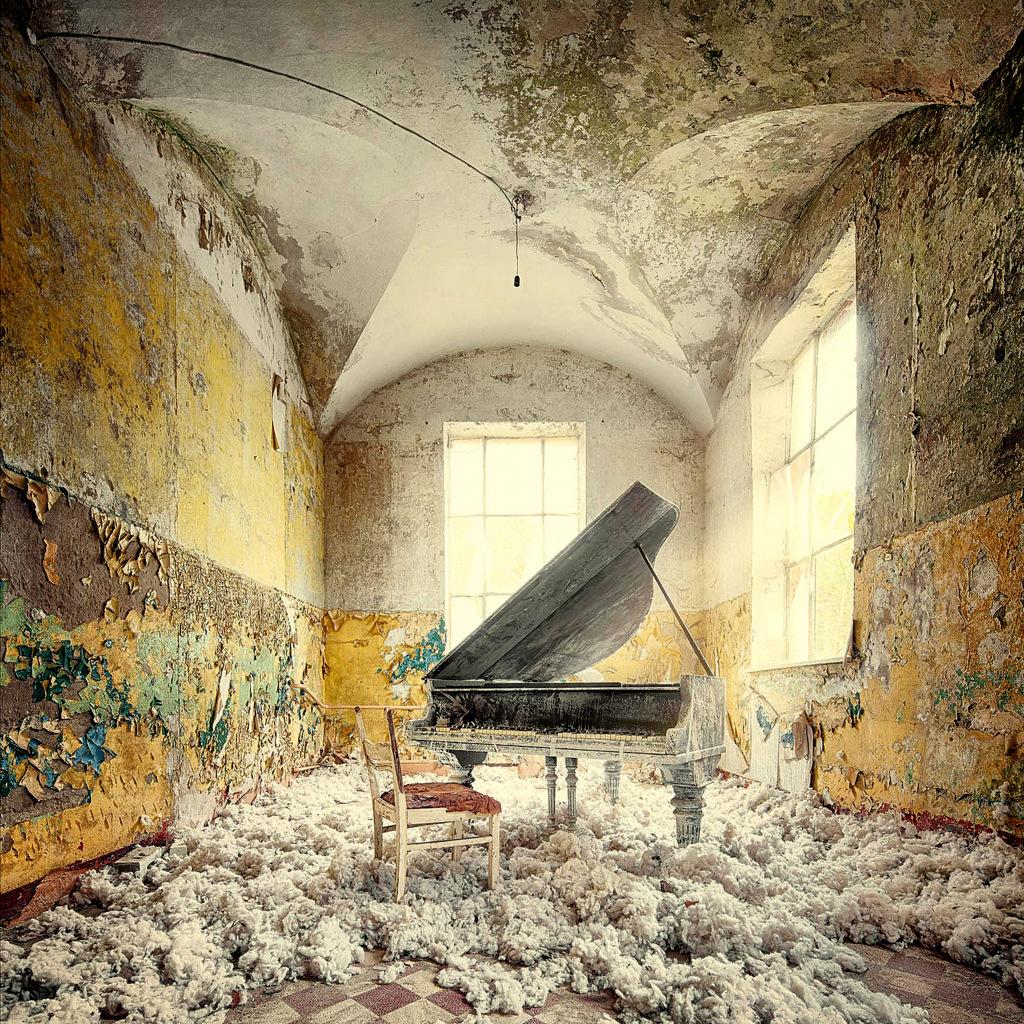 Decay series VIII by Markus Studtmann