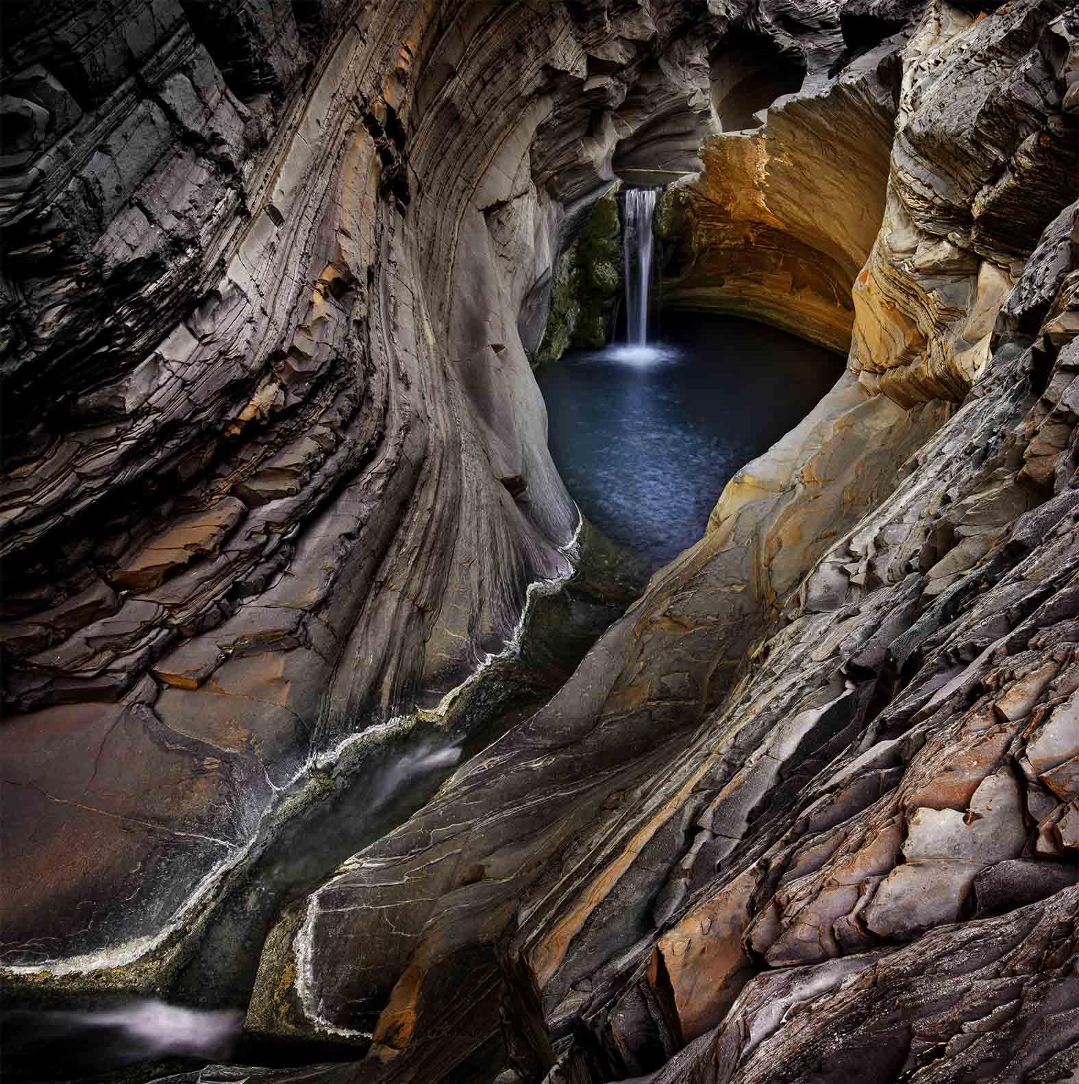 Hamersley Gorge water, Australia by Ignacio Palacios