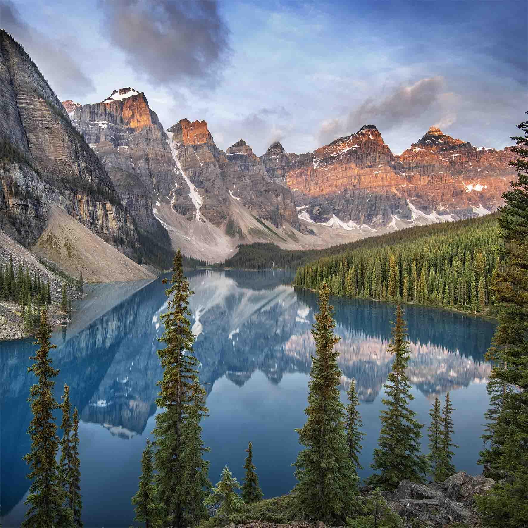Lake Moraine, Canada. by Ignacio Palacios
